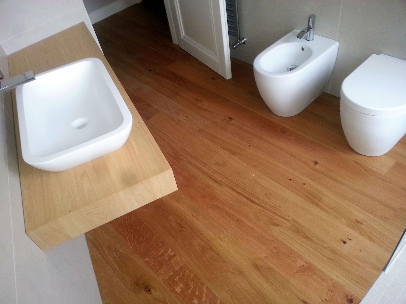 Bagno in parquet arte casa ceramiche parquet tutto per il - Parquet in bagno e cucina ...